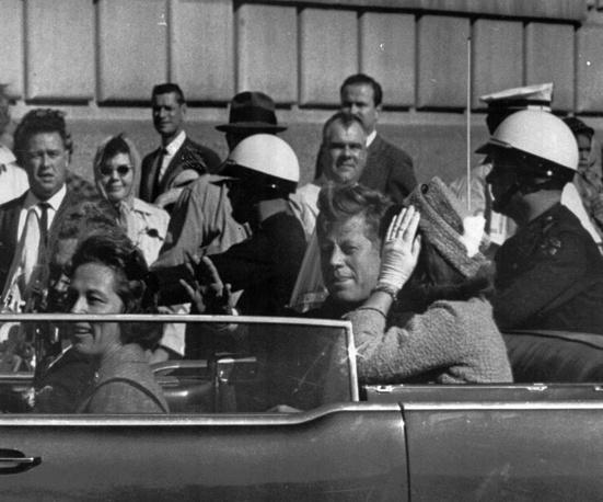 Фото, сделанное за минуту до убийства Джона Кеннеди Ли Харви Освальдом,  22 ноября 1963