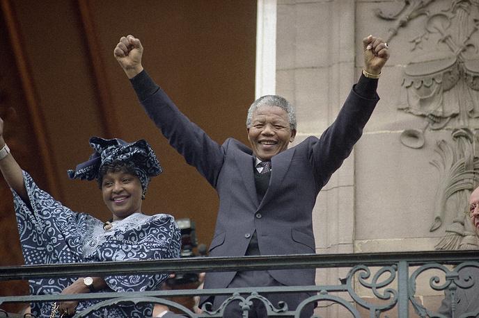 Нельсон Мандела со второй супругой Винни Мандела в Страсбурге, 1990 г.