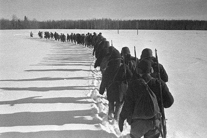 Партизанский отряд уходит в тыл врага, 1942 год.