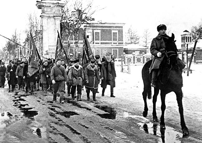 Партизаны 5-й Ленинградской партизанской бригады на марше в Ленинград. 1944 г.