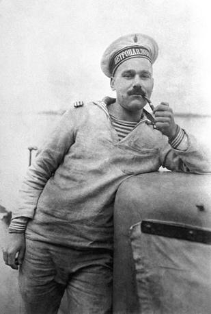 Машинист паровых двигателей линкора Петропавловск Александр Давыдов. 1914 год