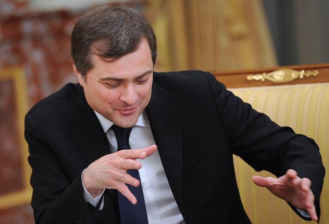 В мае Владислав Сурков (на фото) освобожден от должности вице-премьера - руководителя аппарата правительства. Его пост в кабмине занял Сергей Приходько. В сентябре президент Владимир Путин назначил Суркова своим помощником