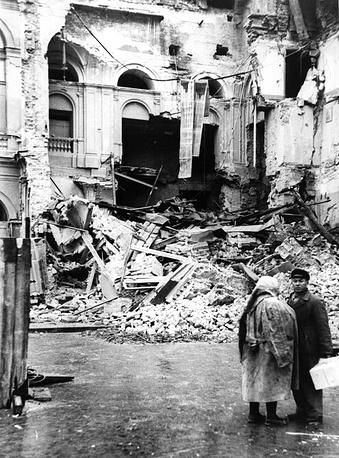 Разрушенная  часть театра С.М.Кирова.1941 г.