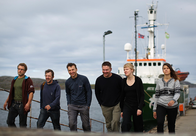 Активисты Arctic Sunrice в порту Норвегии. Август 2013 года