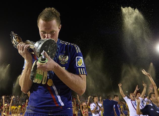 Второй раз подряд сборная России стала чемпионом мира по пляжному футболу, победив на мировом первенстве в Папеэте (Таити)