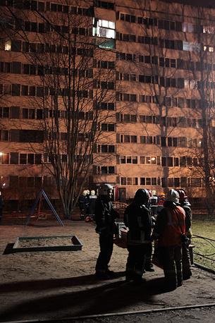 На месте происшествия на улице Ольги Форш дом 1/4, где в жилом многоквартирном доме произошел взрыв