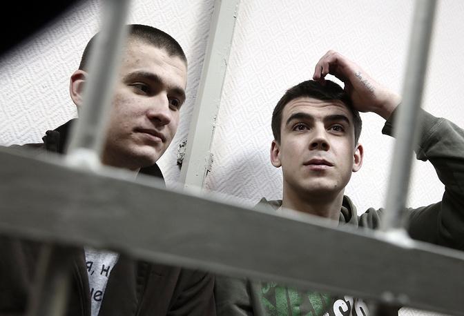 Алексей Полихович и Денис Луцкевич, обвиняемые по делу о массовых беспорядках на Болотной площади 6 мая 2012 года
