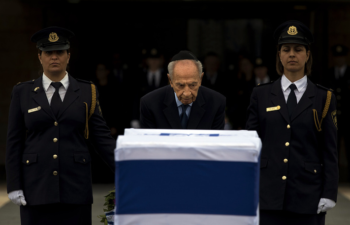 Президент Израиля Шимон Перес во время церемонии прощания с Ариэелем Шароном в Кнессете