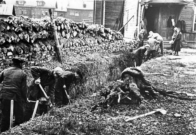 Кировцы на строительстве укрепсооружений