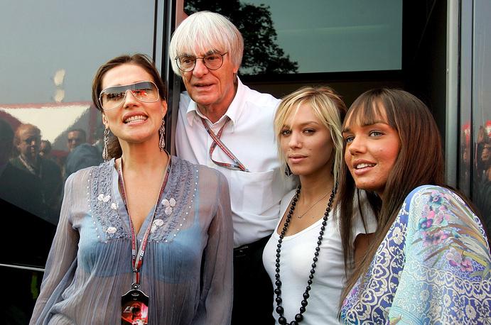 Берни Экклстоун с супругой Славикой (слева) и дочерьми Тамарой и Петрой, во время Гран-при Италии, 2005 г.