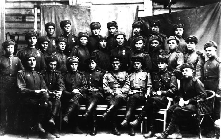 Группа военнослужащих 13-й отдельной лыжной бригады 2-й Ударной армии на Волховском фронте.  Бойцы бригады участвовали в прорыве блокады Ленинграда в ходе операции «Искра».