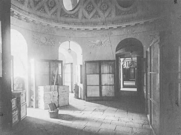 Здание Кунсткамеры  во время  блокады Ленинграда: Круглый зал