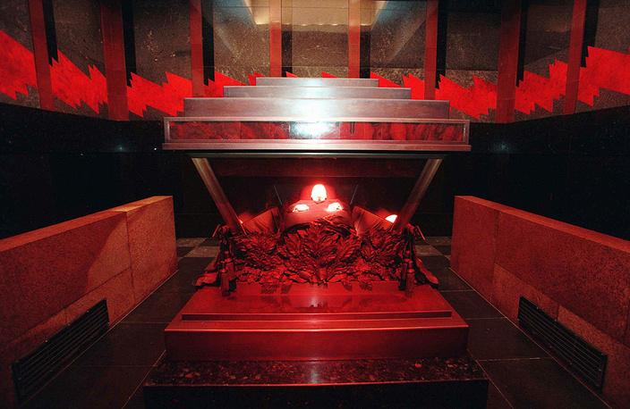 Саркофаг с телом Владимира Ленина, 1994