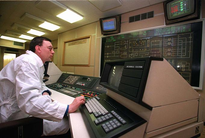 Компьютерная установка в мавзолее, помогающая поддерживать сохранность тела Владимира Ленина