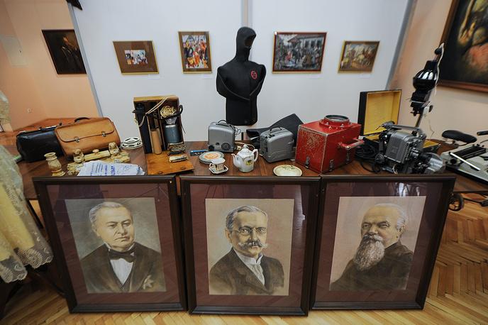 Выставка даров и портреты уральских промышленников Поклевских-Козелл - дар художника Елизаветы Руденко