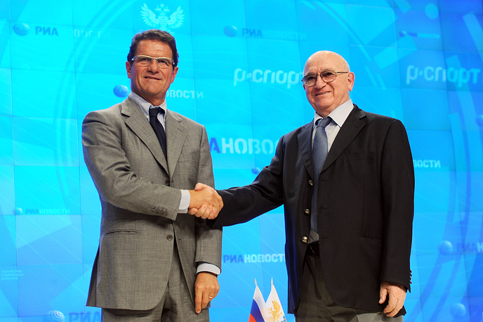 Капелло на подписании первого контракта с РФС (на фото с первым вице-президентом организации Никитой Симоняном)