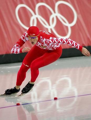 Светлана Журова во время первого забега на 500-метровой дистанции на XX зимней Олимпиаде.Турин.Италия.2006 г.