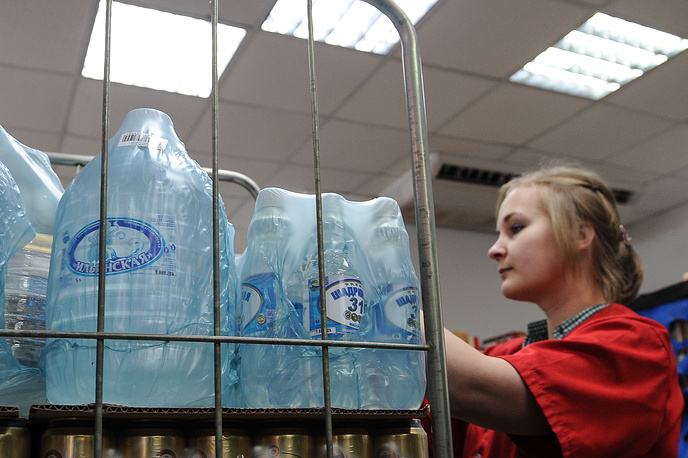 Питьевая вода в пятилитровых канистрах в магазинах города Сухой Лог раскупается за несколько минут