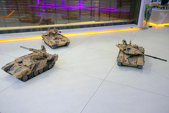 """Модели военной техники УВЗ, представленные на выставке вооружений """"ДЕФЭКСПО-2014"""""""