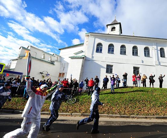 Этап эстафеты олимпийского огня в Ярославле, 19 октября 2013 г.