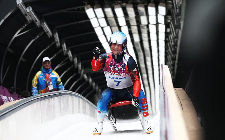 Российский спортсмен Альберт Демченко в финале соревновании саночников