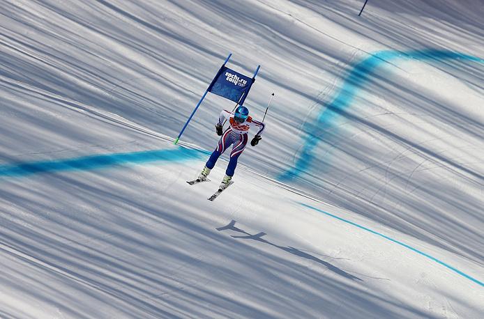 Российская спортсменка Елена Яковишина на трассе в суперкомбинации на соревнованиях по горнолыжному спорту среди женщин