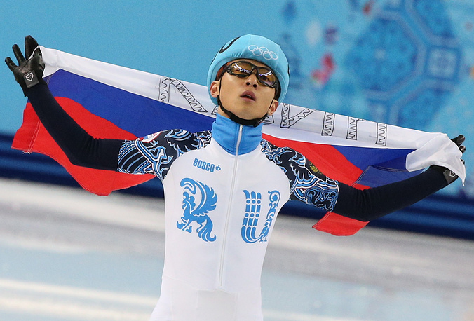 Шорт-трекист Виктор Ан (28), выигравший бронзовую медаль в Сочи на дистанции 1500 м, до 2011 года являлся гражданином Южной Кореи. На Олимпиадах 2002 и 2006 года выступал за ее сборную, на олимпиаде в Сочи – в составе сборной России