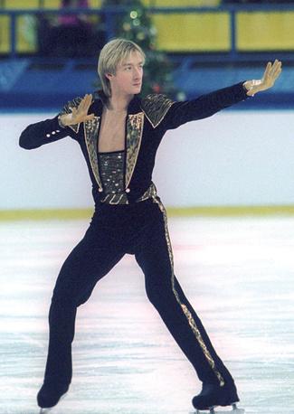 В сезоне-2000/01 Плющенко выиграл все турниры, в которых принимал участие. На фото: чемпионат России по фигурному катанию, 2000 г.