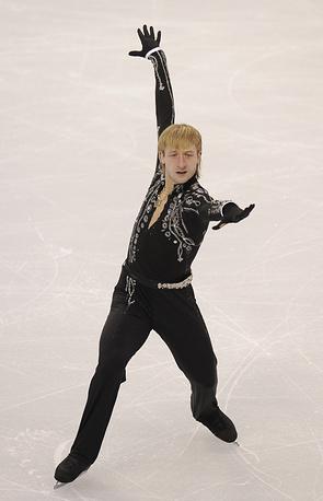 На Играх в Ванкувере Плющенко уступил 1,31 балла американцу Эвану Лайсачеку, вновь став серебряным призером. На фото: зимние Олимпийские игры в Ванкувере, 2010 г.