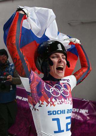 Российская спортсменка Елена Никитина, завоевавшая бронзовую медаль, на финише в четвертом заезде на соревнованиях по скелетону