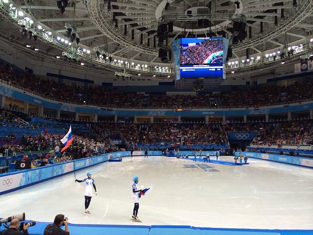 Виктор Ан и Владимир Григорьев в финале соревнований по шорт-треку в дистанции 1000 м