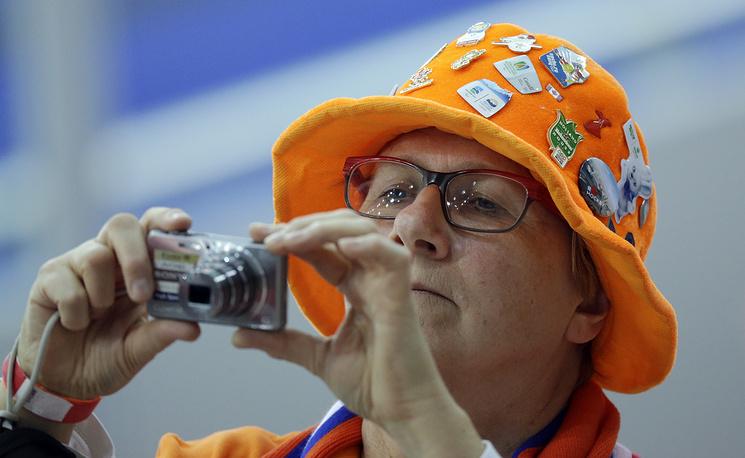 Голландская болельщица на соревнованиях по конькобежному спорту