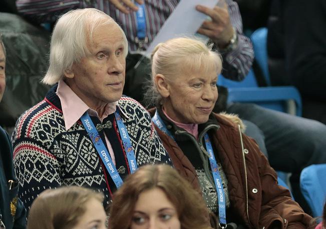 Прославленные советские фигуристы Людмила Белоусова и Олег Протопопов во время соревнований спортивных пар по фигурному катанию
