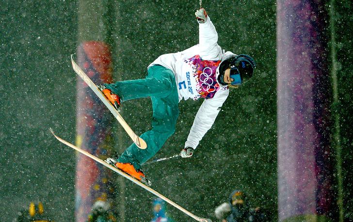 Финский спортсмен Антти-Юсси Кемпайнен во время соревнований по ски-хафпайпу