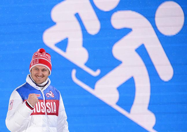 Николай Олюнин выиграл серебряную медаль Олимпийских игр в соревнованиях по сноуборд-кроссу. Серебро Олюнина в сноуборд-кроссе - первая медаль для России в данной дисциплине на Олимпиадах