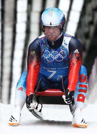Альберт Демченко выиграл серебро в соревновании саночников. В сумме четырех попыток он показал время 3 минуты 28,002 секунды. Демченко стал самым возрастным медалистом в истории зимних Олимпийских игр. На момент завоевания медали ему было 42 года и 72 дня