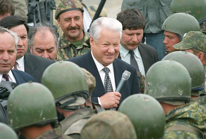"""7 мая 1992 года президент РФ Борис Ельцин издал Указ """"О вступлении в должность Верховного Главнокомандующего Вооружёнными Силами Российской Федерации"""""""