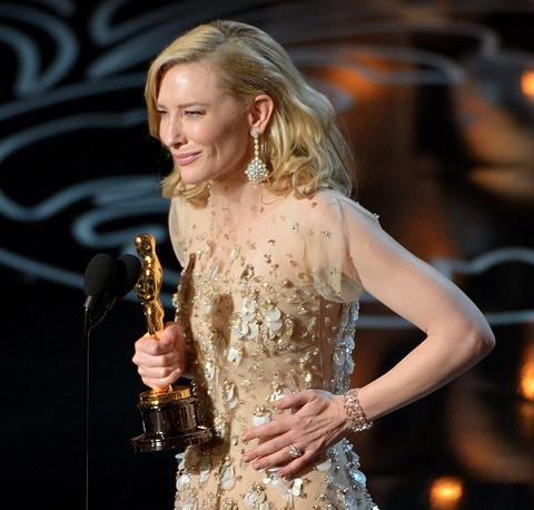 """""""Оскар"""" за лучшую женскую роль получила Кейт Бланшетт. Актриса выразила благодарность Вуди Аллену, режиссеру фильма """"Жасмин"""", за роль в котором Бланшетт получила награду"""