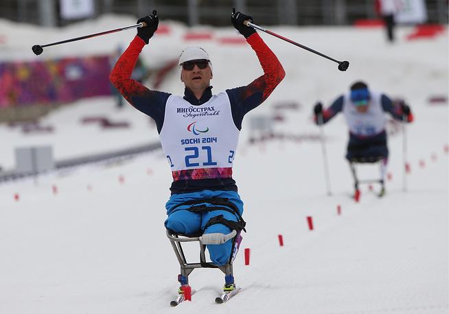 Петушков, показавший результат 40 минут 51,6 секунды, стал двукратным чемпионом Сочи-2014, ранее он первенствовал в биатлонных соревнованиях на дистанции 7,5 км