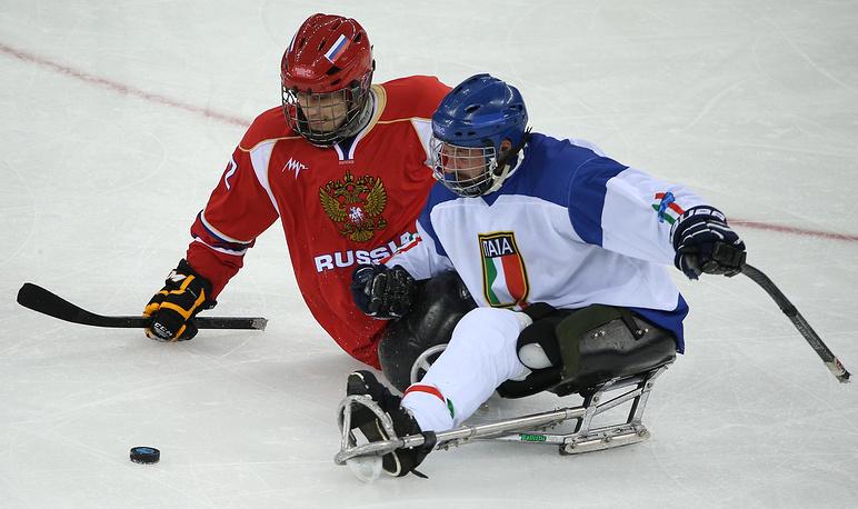 Игроки сборной России Алексей Лысов и сборной Италии Валерио Корвино (слева направо)