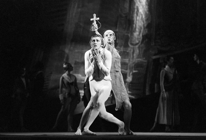 """Сцена из балета """"Идиот"""".Князь Мышкин – Валерий Михайловский. 1981 г."""