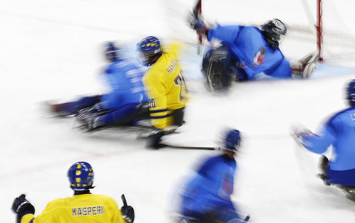 Матч по следж-хоккею между сборными Италии и Швеции