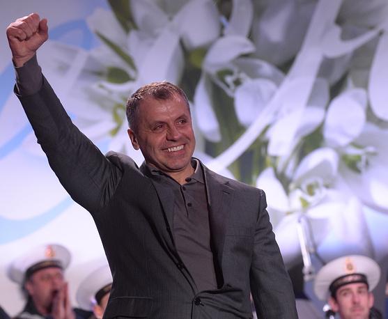 Председатель Верховного Совета Крыма Владимир Константинов во время митинга-концерта в Симферополе