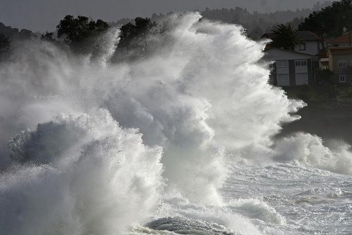 Всемирная метеорологическая организация (ВМО) - учреждение ООН по вопросам метеорологии – погоды и климата, оперативной гидрологии и смежных геофизических наук, созданное в 1950 году. На фото: шторм на побережье в испанском городе Ла-Корунья