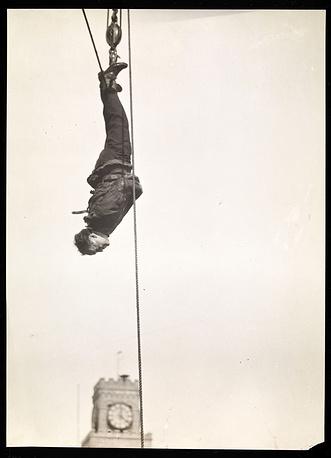 Одним из самых известных трюков иллюзиониста было исчезновение живого слона на одной из лондонских арен. В 1918 году этот фокус был повторен в Нью-Йорке