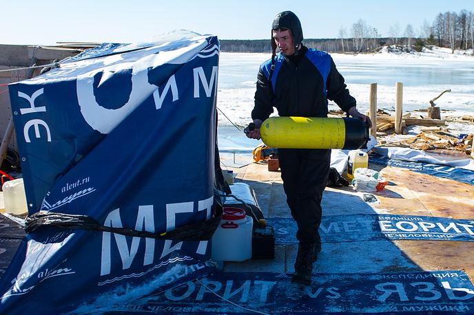 Подготовка водолаза к погружению