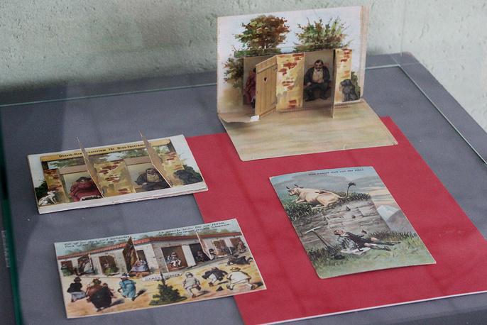 """Открытки на выставке  """"Шутники и насмешники"""" в библиотеке им. Белинского"""