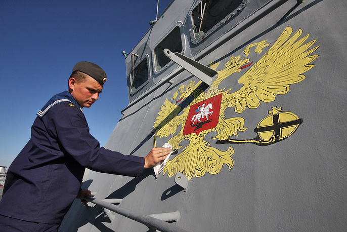 """Срок пребывания российской базы в Черном море был продлен, стоимость аренды до 2017 года составила $97,75 млн в год, списываемых в счет погашения госдолга Украины перед Россией. На фото: ракетный корабль на воздушной подушке """"Самум"""", Севастополь, 2010 год"""