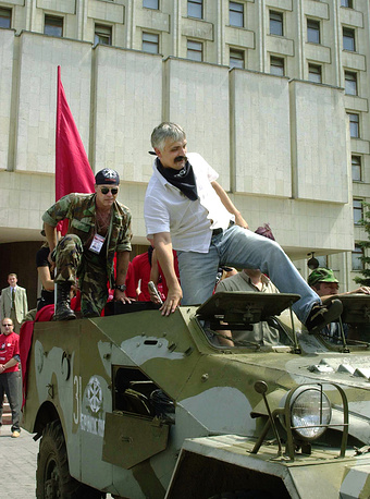 "Лидер ""Братства"" Дмитрий Корчинский (справа)"