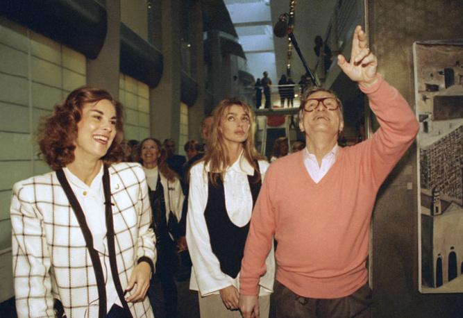 Хью Хефнер с дочерью Кристи (слева) и женой Кимберли Конрад (в центре)